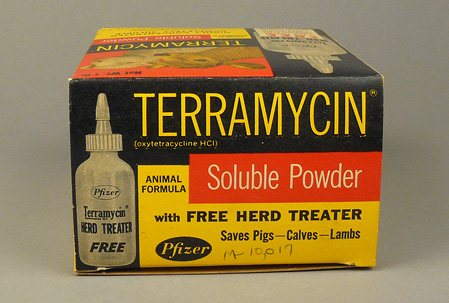"Top of box of Terramycin powder promoting ""Free Herd Treater"" bottle."