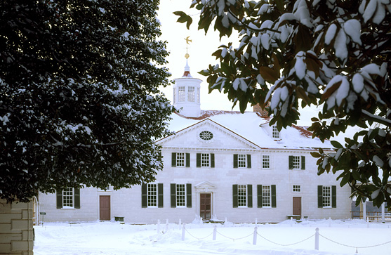 A contemporary color photograph of Mount Vernon, the home of first president of the United States, George Washington, with