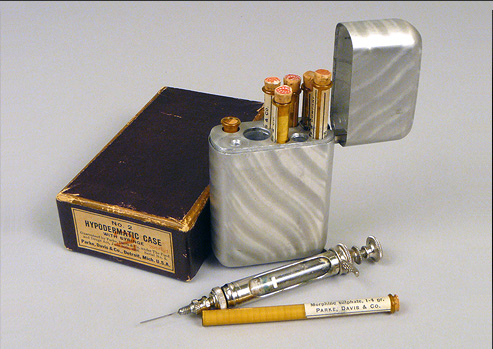 Photograph of a syringe and case of morphine.
