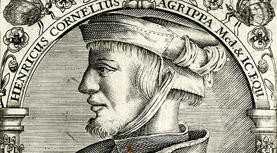 Portrait of a man in a cap under an arch.