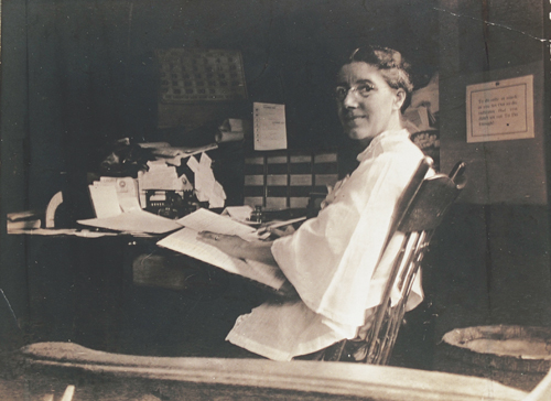 """a story of a woman trapped in her own life in the yellow wallpaper by charlotte perkins gilman """"the yellow wallpaper"""" written by charlotte the desperate woman that is trapped in the short story """"the yellow wallpaper"""" by charlotte perkins gilman."""