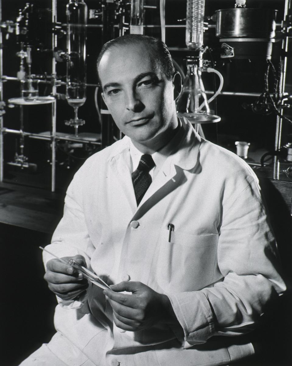 a biography of arthur kornberg an american physician Arthur kornberg was a jewish american biochemist who won the nobel prize in medicine in 1959 kornberg (born march 3, 1918 died october 26, 2007) was born in new.