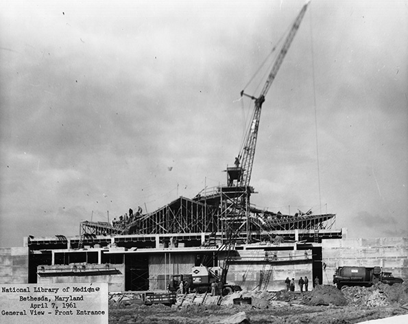Photograph of the construction of a library.