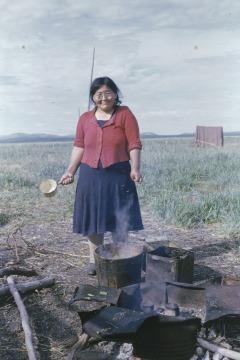 Della Keats, cooking beluga muktuk.