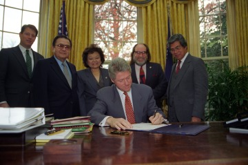 President Clinton Signing Official Apology for U.S. Involvement in Overthrow of Hawai'i Monarchy